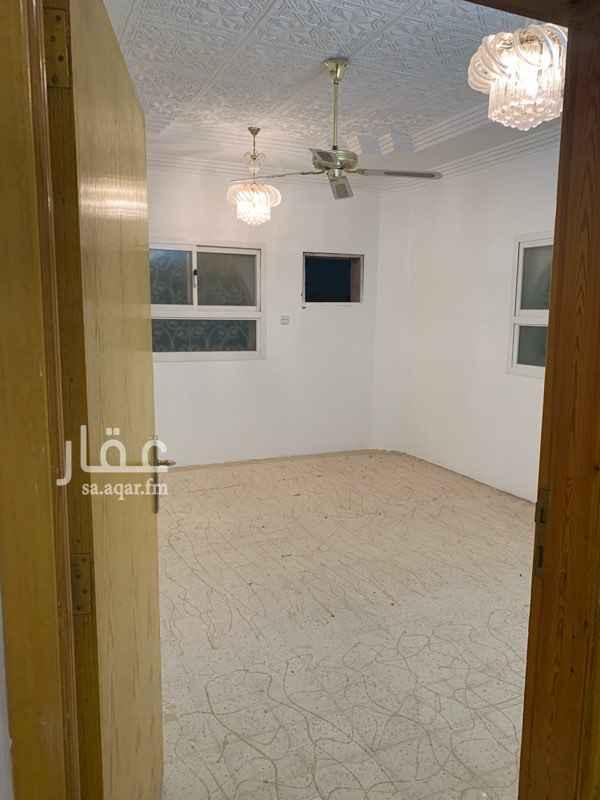 دور للإيجار في شارع ابن القاسم ، حي الزهرة ، الرياض