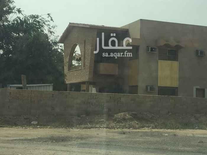 فيلا للبيع في طريق علي بن أبي طالب ، حي الملز ، الرياض