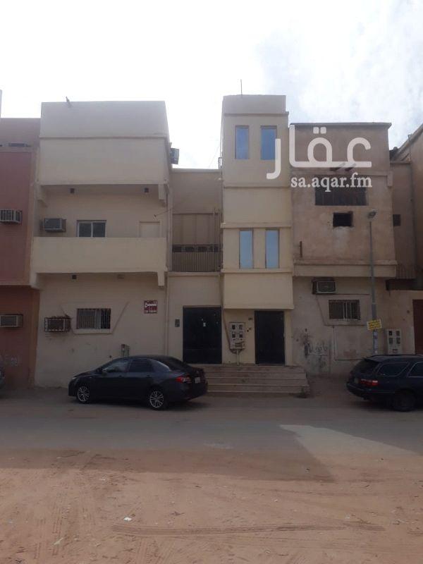 عمارة للبيع في شارع اسد بن كرز القمري ، حي سلطانة ، الرياض