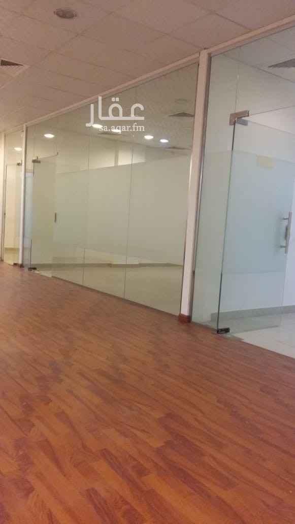 مكتب تجاري للإيجار في شارع ابي بكر الصديق الفرعي ، حي النزهة ، الرياض