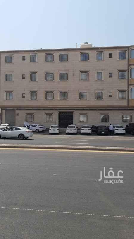 عمارة للإيجار في شارع شبه الجزيرة ، حي السعادة ، الرياض