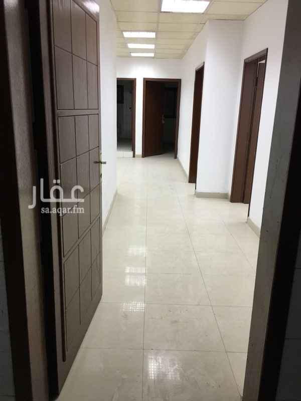 مكتب تجاري للإيجار في طريق الملك فهد بن عبد العزيز ، حي غرناطة ، الدمام