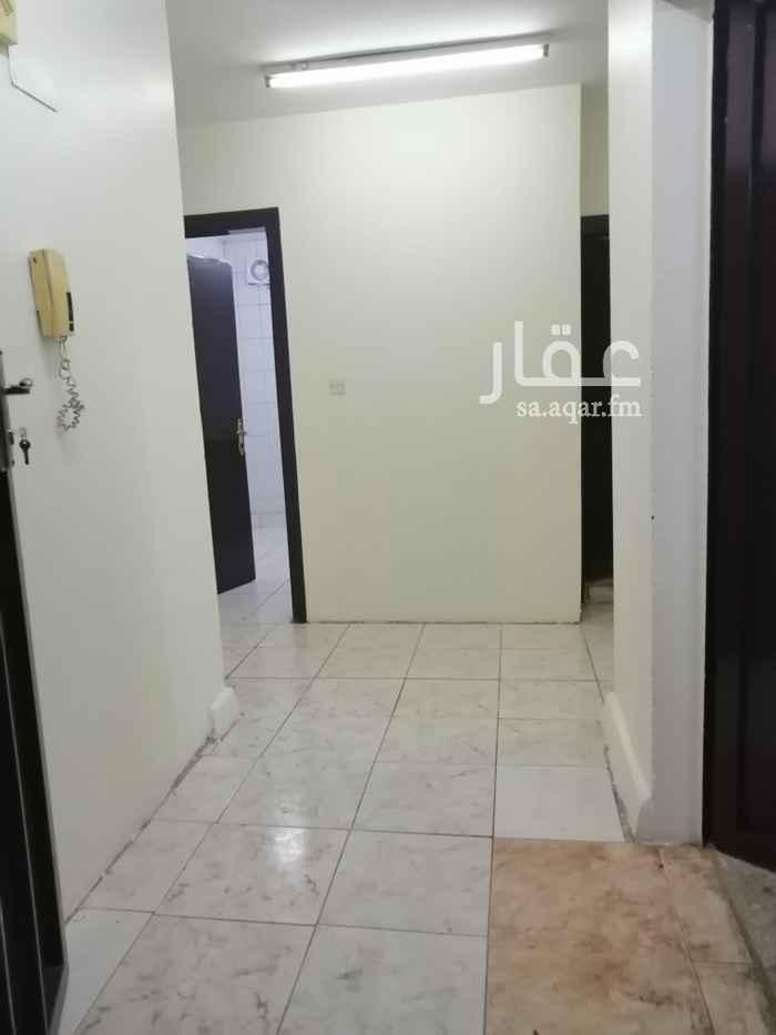 شقة للإيجار في شارع الأمام ابي حنيفة ، حي العريجاء الوسطى ، الرياض
