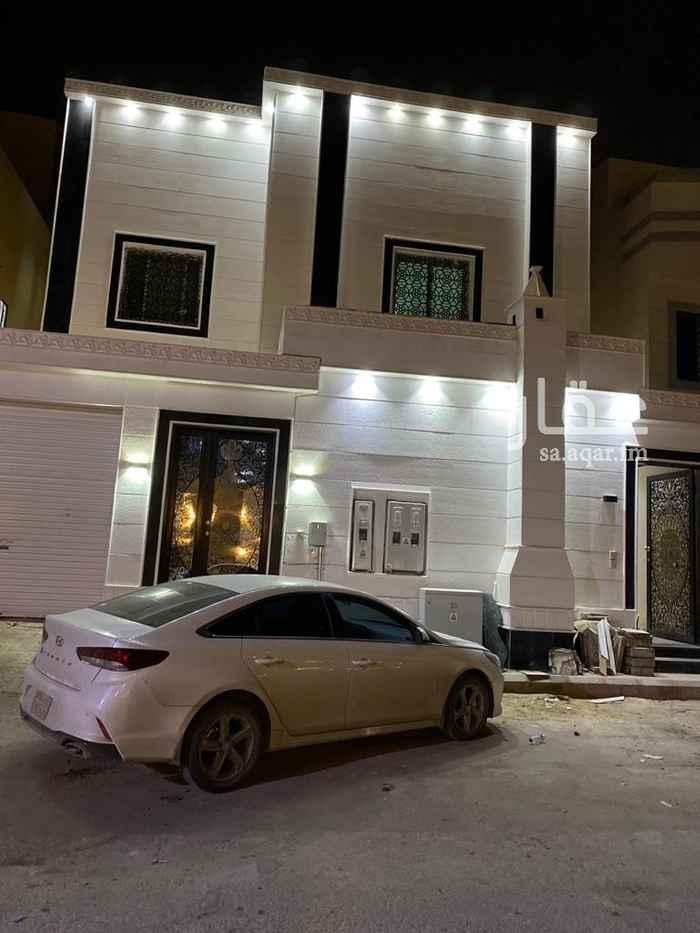 فيلا للبيع في شارع فضل الله بن عبدالله الطبري ، حي الرمال ، الرياض