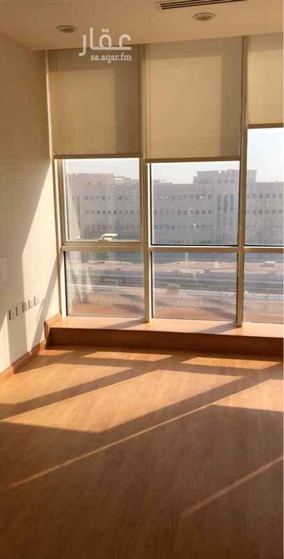 مكتب تجاري للإيجار في طريق الملك عبدالله الفرعي ، حي المغرزات ، الرياض ، الرياض