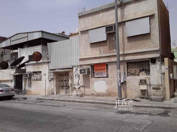 بيت للبيع في شارع الامير عبد الرحمن ، حي مدينة العمال ، الخبر