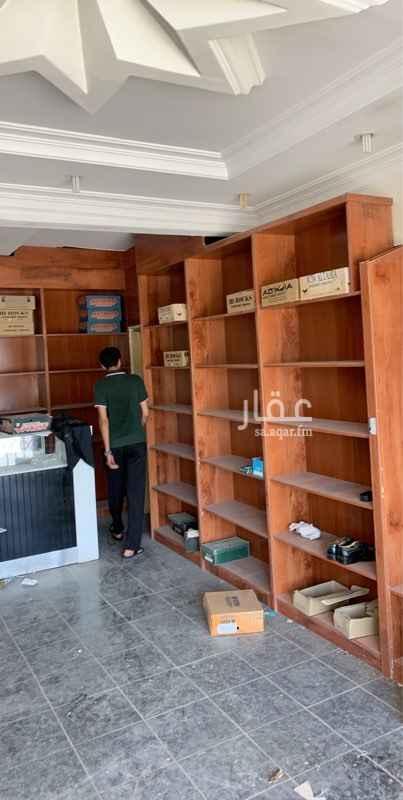 محل للإيجار في شارع خديجة بنت خويلد ، حي العريجاء الغربية ، الرياض