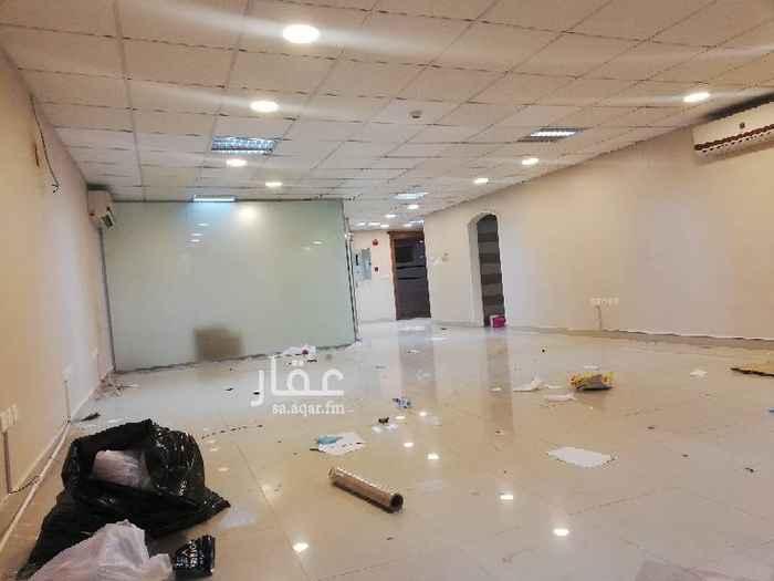 مكتب تجاري للإيجار في شارع ابي بكر الصديق الفرعي ، حي المصيف ، الرياض