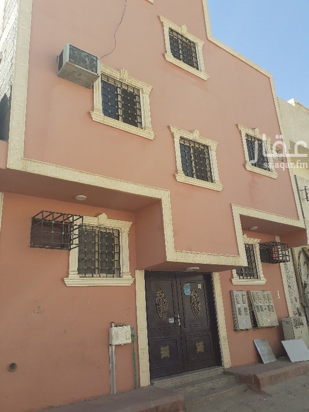 عمارة للبيع في شارع علي الكسائي ، حي عتيقة ، الرياض