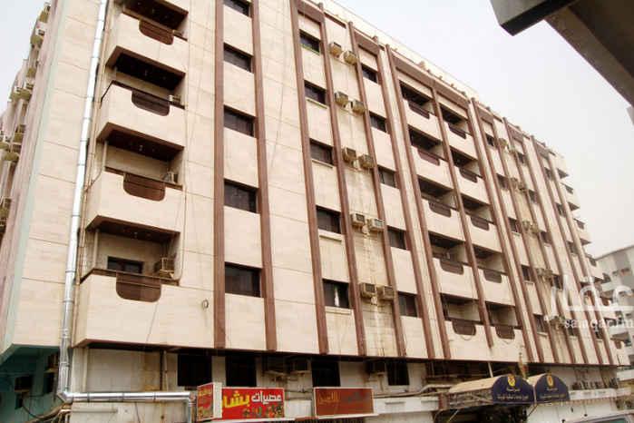 شقة للإيجار في شارع طارق بن عبيد ، حي الشرفية ، جدة