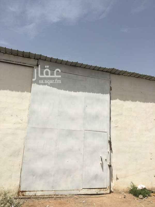 مستودع للإيجار في شارع نفيع ابو رافع الصائغ ، حي الدفاع ، المدينة المنورة ، المدينة المنورة