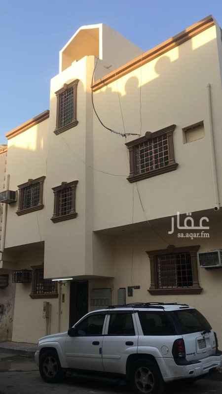 عمارة للبيع في شارع حفص بن عبدالعزيز ، حي منفوحة ، الرياض