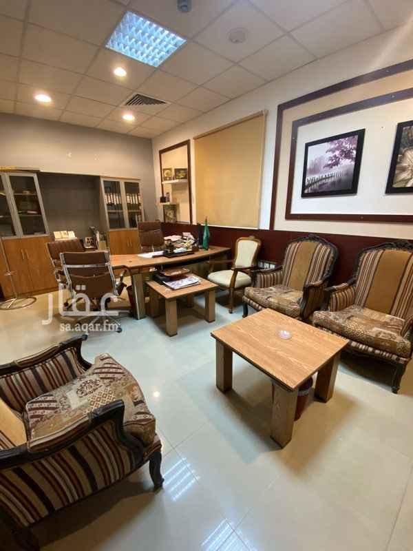 مكتب تجاري للإيجار في طريق عمر بن عبد العزيز الفرعي ، حي الربوة ، الرياض ، الرياض