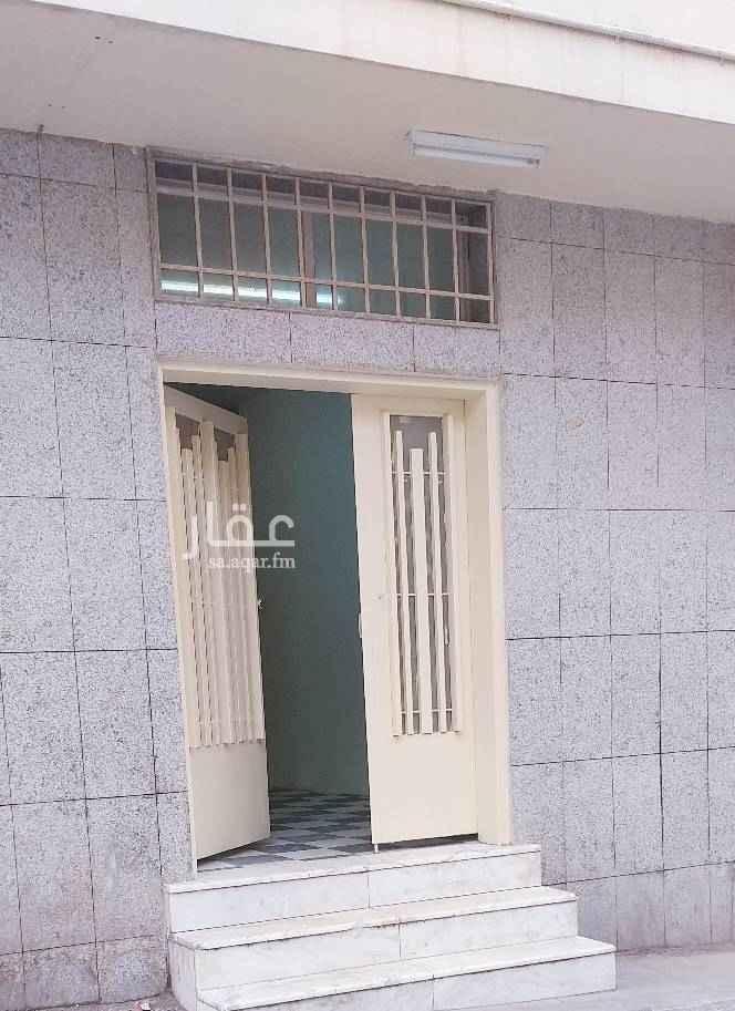 عمارة للإيجار في شارع محمد الشبل ، حي المرقب ، الرياض