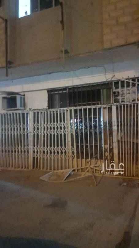 محل للإيجار في شارع الندوة ، حي النظيم ، الرياض